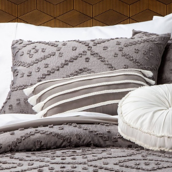 Opalhouse Olympia Clipped Queen Pillow Sham Set